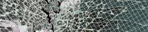 Разбитое армированное стекло