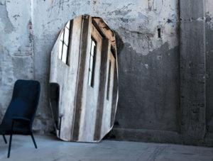 Зеркало в интерьере, резка стекла и зеркал кривой формы